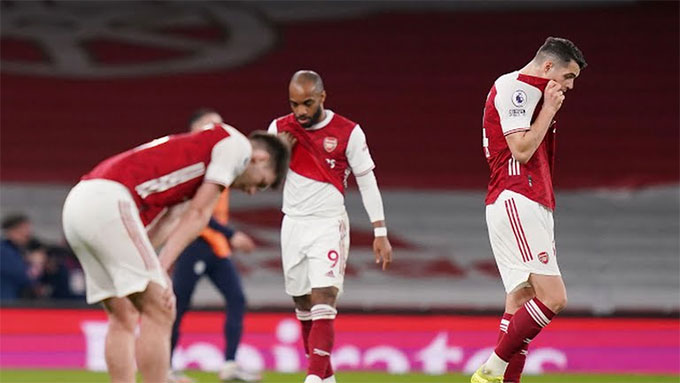 Arsenal trượt dài ở EPL