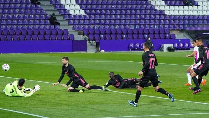 Mariano Diaz ghi bàn phú thứ 22 bị dính lỗi việt vị trong trận Real Madrid vs Valladolid
