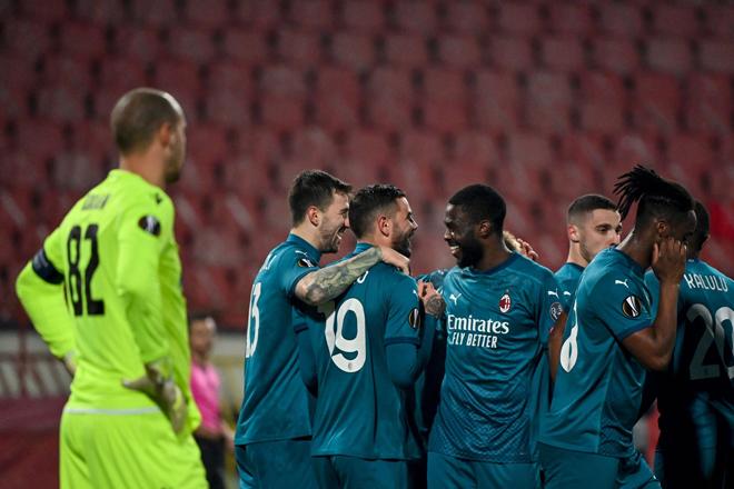 Thế trận Crvena Zvezda vs AC Milan hiệp đầu thuộc về đội khách