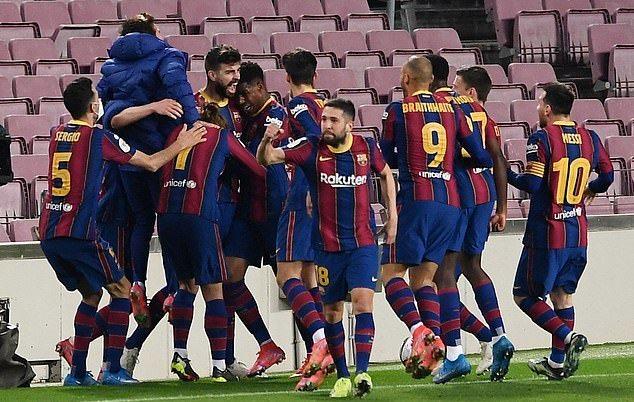 Niềm vui của các cầu thủ Barca sau khi giành vé chung kết